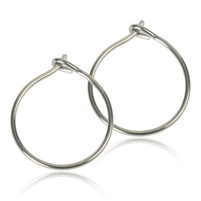 Safety ear ring - Örhängen utvecklade i samråd med hudläkare, i ren medicinsk titan. Diameter 14 mm. Art. nr. 15‑1252‑00. Safety ear ring gör alla dina hängande örhängen hudvänliga med några enkla handgrepp. Ta bort ringarna och ersätt med våra, i hudvänlig medicinsk titan. Levereras i sk Clean pack, som förvarar smycket hygieniskt tills du öppnar förpackningen. Etiketten fungerar som ett sigill. Smyckena är tillverkade i Sverige, under fullständig kontroll och dokumentation.