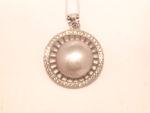 Silver hänge med pärla och stenar runt om