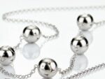 silver halsband designat av Liisa Vitali Finland