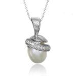 halsband i sterling silver med sötvattens pärla och vita zirconer